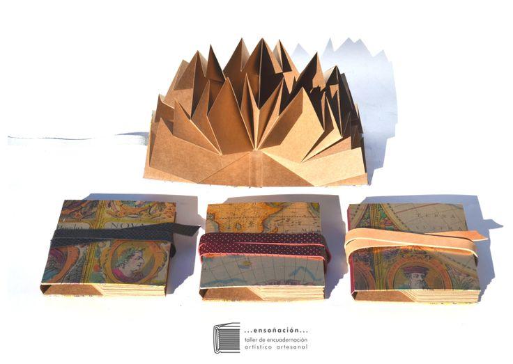 •libros plegados•mapas antiguos•  Encuadernación Plegada – Cubierta de papel  y tela – Interior plegado de 4 hojas de papel misionero de 216grs – Formato cuadrado: cerrado: 12,5cm x 12,5cm / abierto: 25cm x 25cm c/ hoja) – Cierre: Tira de cuero