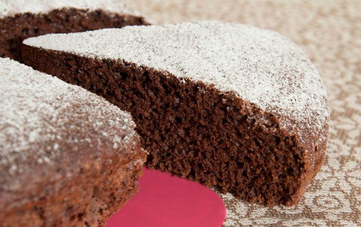 La merenda salvalinea (per tornare a sorridere)? Torta al cioccolato e acqua. Pronta in 30 minuti...