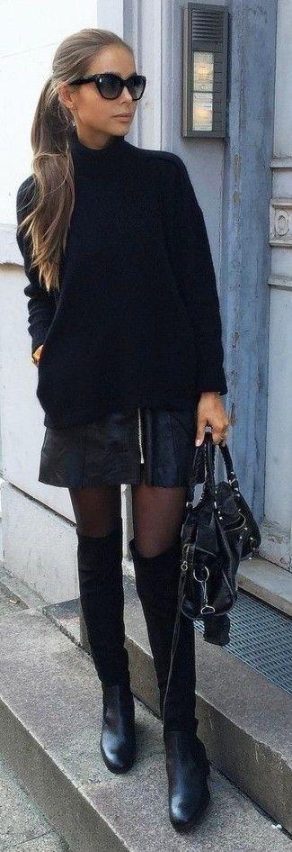 Tenue: Pull à col roulé en tricot noir, Minijupe en cuir noire, Bottines en daim noires, Cartable en cuir noir