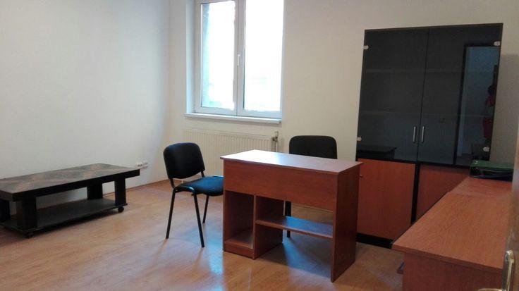 Sunteti in cautarea unui spatiu de birouri in zona Cotroceni? Avem propunerea perfecta: parter de vila, complet renovat. Mai multe detalii si fotografii aici: http://www.inchirierioferte.ro/inchirieri-apartamente/cotroceni-eroilor-3-camere-80mp&P21830LFZD #inchirierioferte #inchirieriBucuresti #apartamentinvila #birourideinchiriat
