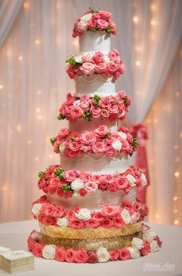 A Five Tier Wedding Cake And Dozens Of Roses What A Wedding Dream Come True Head To Vpweddingplanne Wedding Cakes Tiered Wedding Cake Cake Decorating Classes
