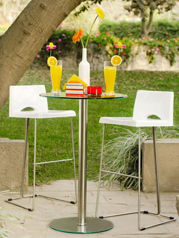 Sillas y mesas altas para complementar tu bar de verano - Mesas altas para bar ...
