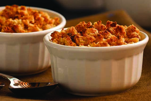 This apple crumble recipe uses cream cheese and vanilla wafer cookies to make a delicious topping for tender baked apples.  A touch of sugar and spice ensure this apple crumble dessert hits all the right notes.