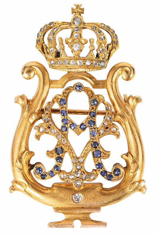 "A noble diamond sapphire brooch with monogram of Auguste Victoria.    Late 19th cent. 18 ct. yellow gold. A classical aristocracy brooch of a court lacy with crown and monogram ""AV"" of Auguste Viktoria, wife of prince Wilhelm of Prussia, since 1888 german empress and queen of Prussia. Decorated with 52 diam. and 20 small sapphires"