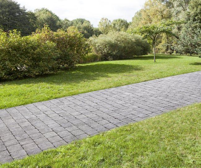Pave Beton Samara Gris Noir Nuance L 15 Cm X L 15 Cm X Ep 60 Mm Leroy Merlin En 2020 Amenagement Jardin Pave Beton Comment Poser Des Paves