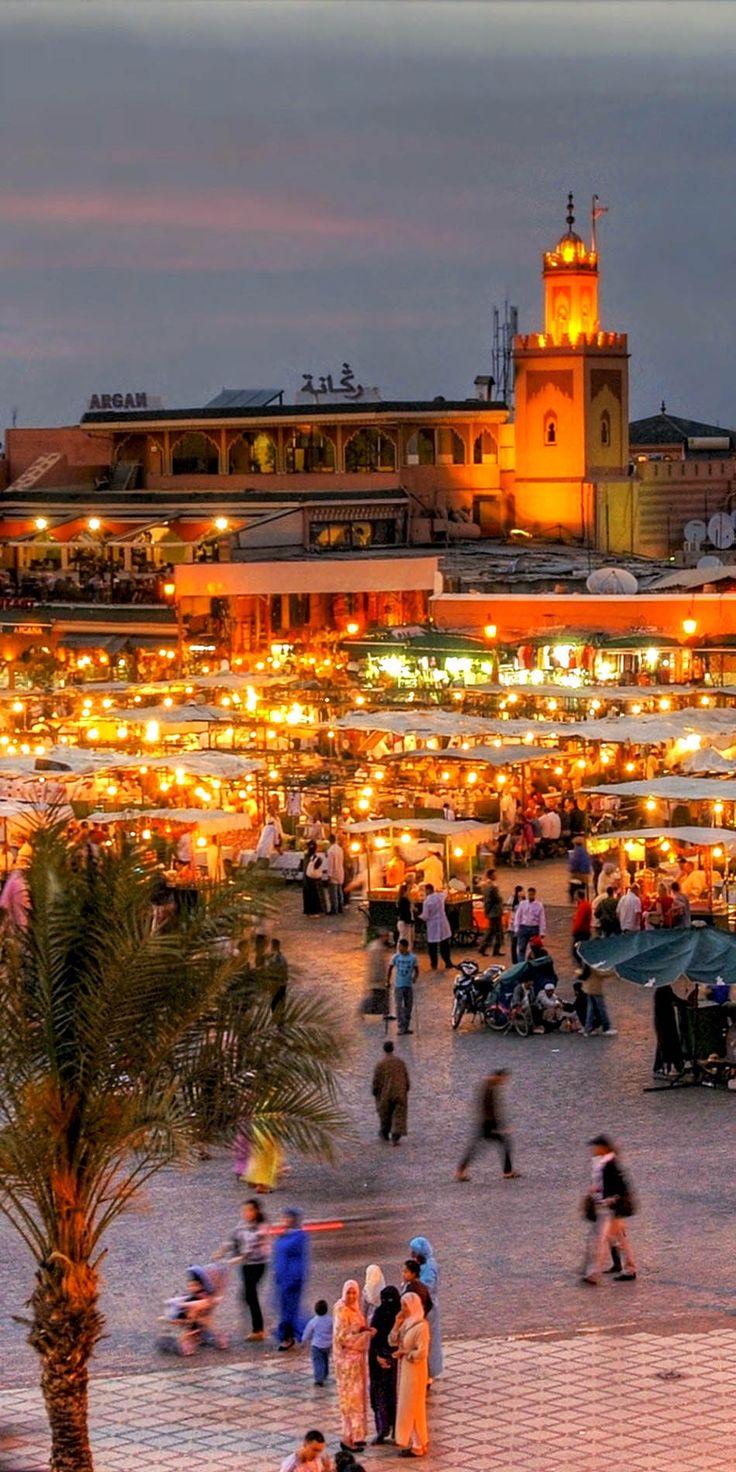 La plaza más conocida de Marrakech anímate a llenar tus noches de magia