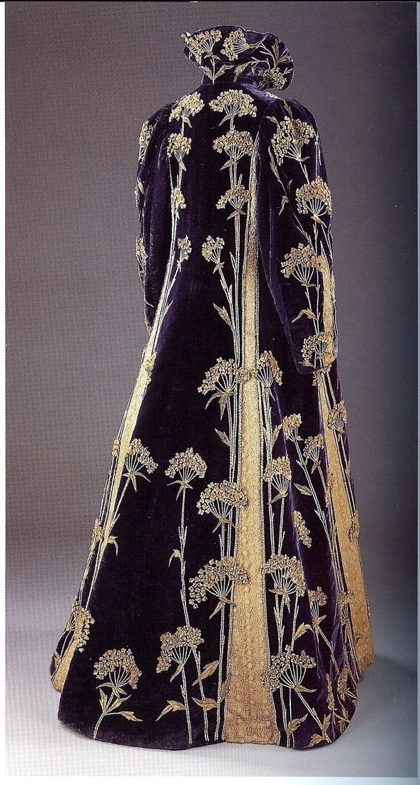 Opera Coat c. 1900. Victoria and Albert Museum, London.