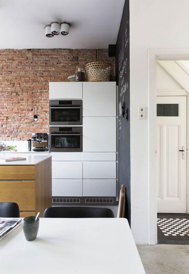Voor Marlies en Raymon is de mix van strak en robuust, vintage en nieuw, gekocht en zelfgemaakt het ideale recept voor een warm familiehuis.