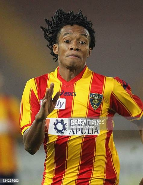 Juan Cuadrado of Lecce in action during the Serie A match between US Lecce and Catania Calcio at Stadio Via del Mare on November 26 2011 in Lecce...