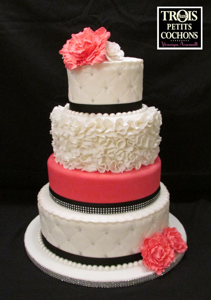 Patricia and Remi's wedding cake - Round wedding cake with ruffles and pink peony