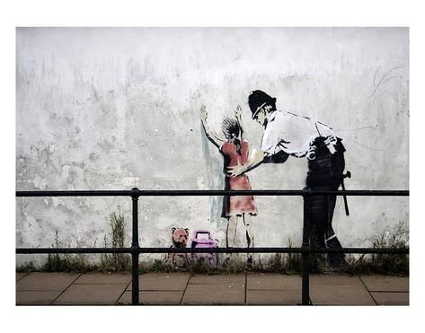 Stop and search Poster par Banksy sur AllPosters.fr