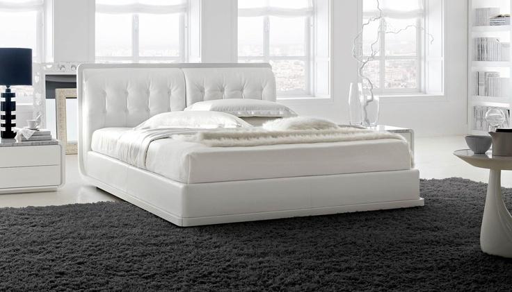Letto in legno Plaza di Zanette #bed #letto #beds #letti #zanette #night #wood http://www.zanette.it/it_IT/products/3/gallery/11/line/24/subline/63