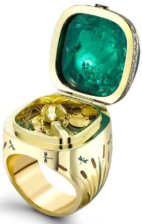 Gemfields Emerald Opening Kissing Frogs Ring