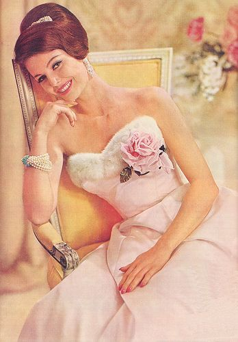 An absolutely gorgeous soft pink evening dress from 1960. #vintage #fashion #1960s