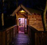 Enjoy a luxury break in a beautiful woodland Treehouse | Center Parcs