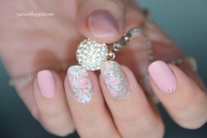 Unghie decorate per le Feste: Decora con stile le tue mani con un glitter  argento #manicure #nailsart #nails #xmas