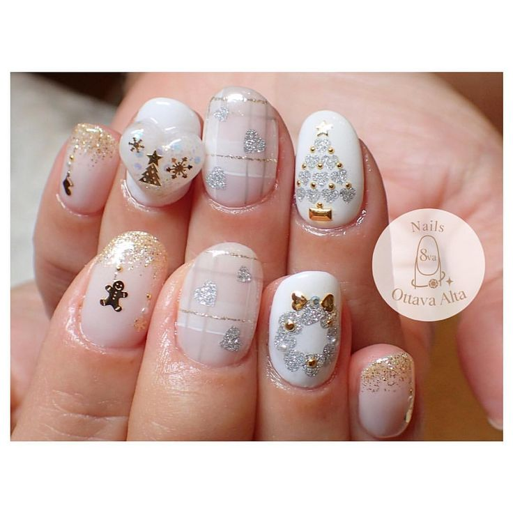ホワイト×ゴールドのクリスマスネイル . お問合せはプロフィール欄より専用ページへお願い致します。 #ignails #nail #nails #nailart #nailaddict #naildesign #nailswag #newnails #ネイル #ネイルアート #冬ネイル #クリスマスネイル #ホワイトネイル