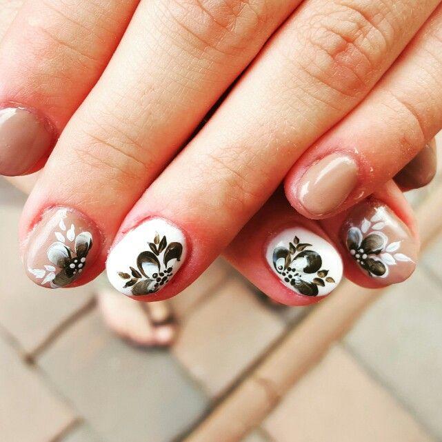 #nails #gelnails #onestroke #brown #brownandwhite #white #shortnails