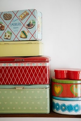 CUTE tins!: Vintage Collection, Collection Vintage, Boit Vintage, Vintage Colors, Vintage Tins, Breads Tins, Vintage Retro, Tins Boxes, Colors Tins