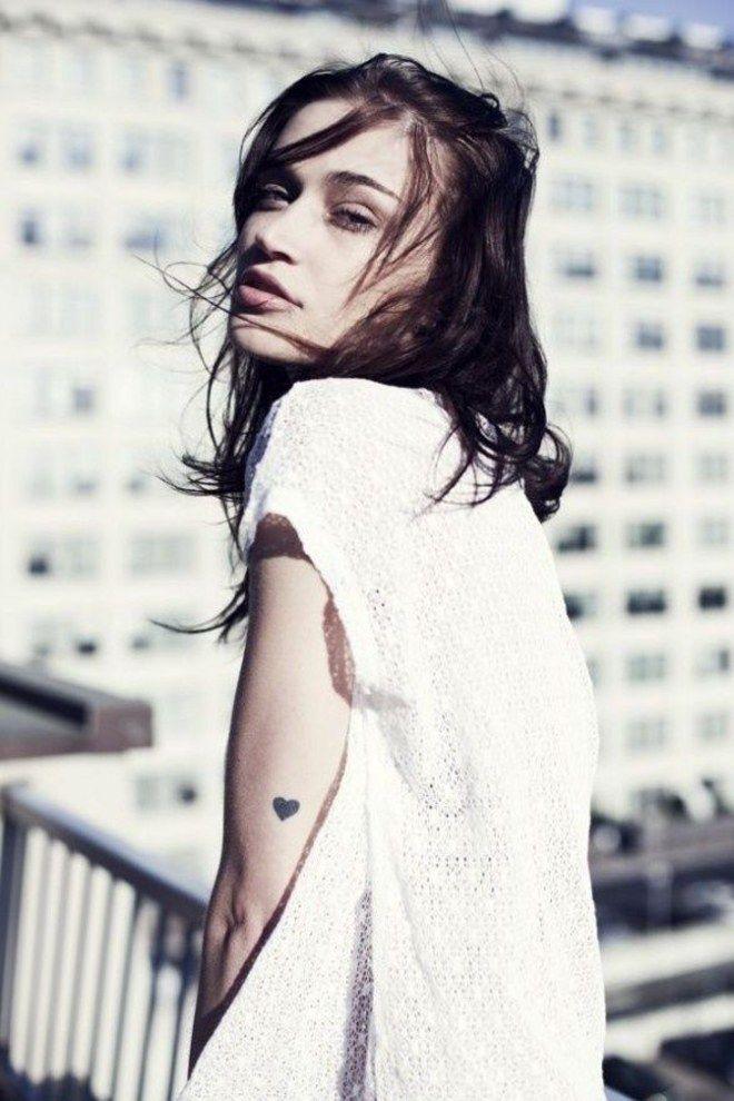 Tatuaggi piccoli femminili: 100 foto da cui trarre ispirazione!