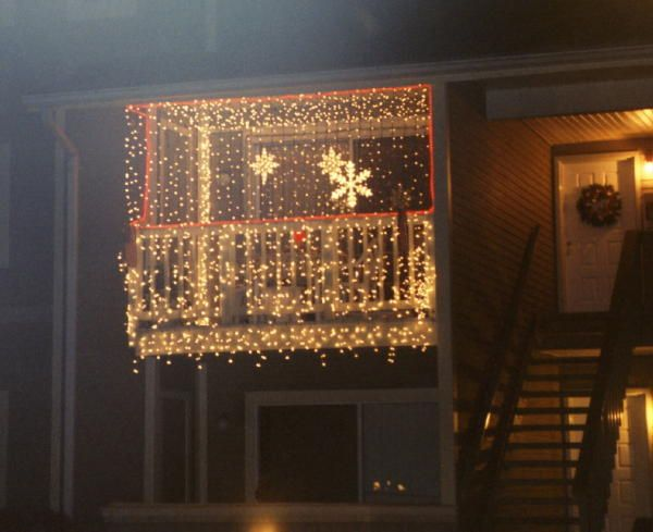 33 best balcony christmas lights images on pinterest merry christmas christmas decor and on christmas balcony decorations apartment patio id=90249