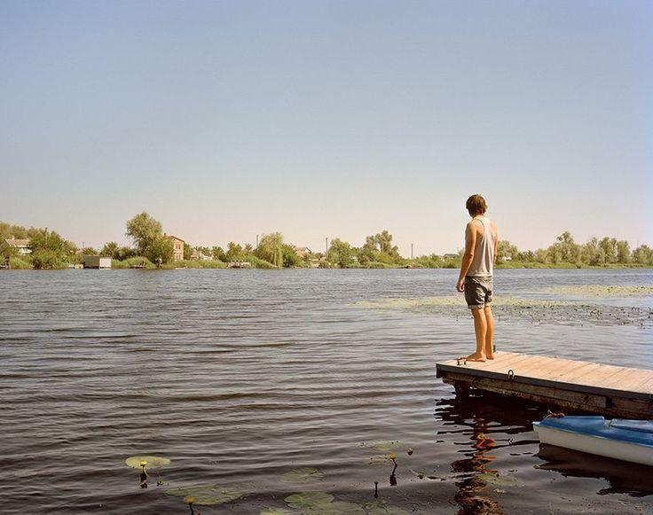 Simon Crofts Bilder aus der Ukraine zeigen Freunde, zufällige Bekannte und Landschaften – still, poetisch und manchmal humorvoll.: