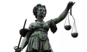 Europäischer Gerichtshof für Menschenrechte: Forenbetreiber haftet für Beleidigungen der Nutzer - Im Forum einer Nachrichtenseite wird jemand beleidigt und bedroht, die Posts werden kurz darauf entfernt. Doch der Mann verlangt auch noch Schadensersatz. | SpOn + http://internet-law.de/2015/06/forenbetreiber-haftet-fuer-beleidigungen-der-nutzer-oder-doch-nicht.html