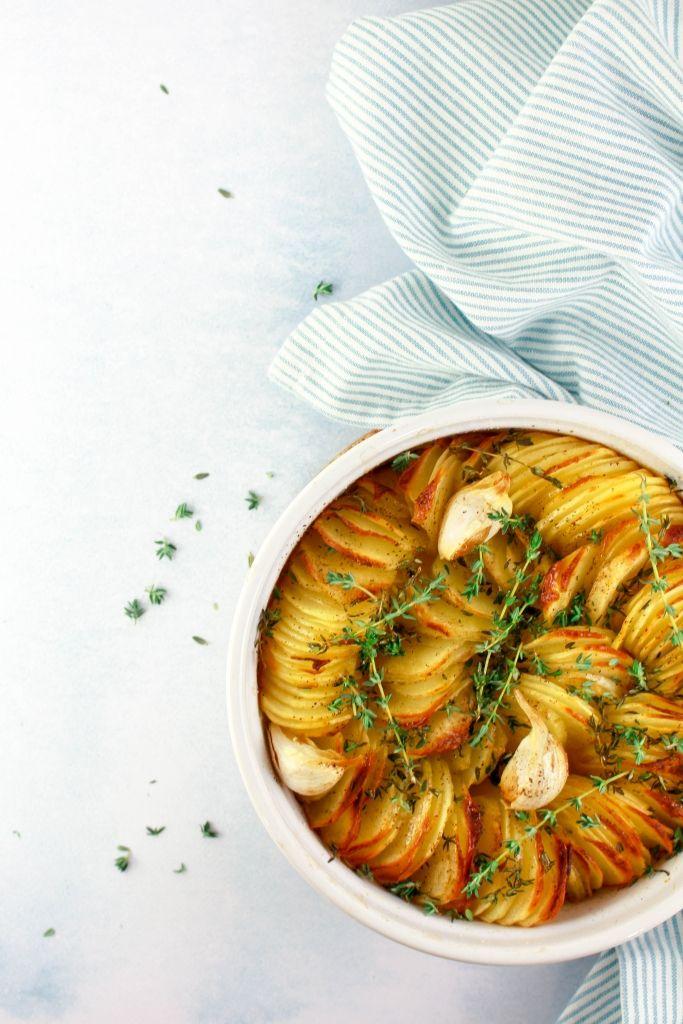 Krokante aardappels met look en tijm #vega #recept #vegetarisch
