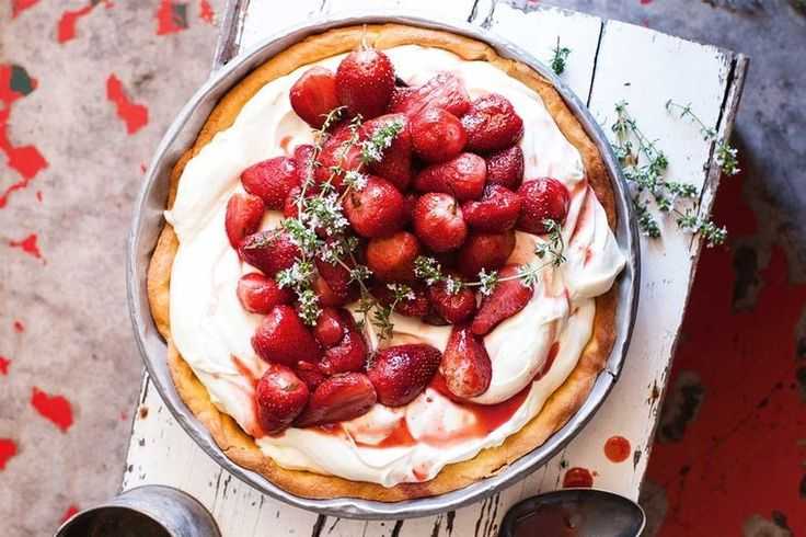 Roasted strawberry and cream pie