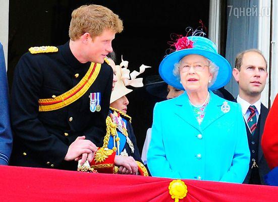 Королева Елизавета II переживает из-за того, что Гарри до сих пор не женат