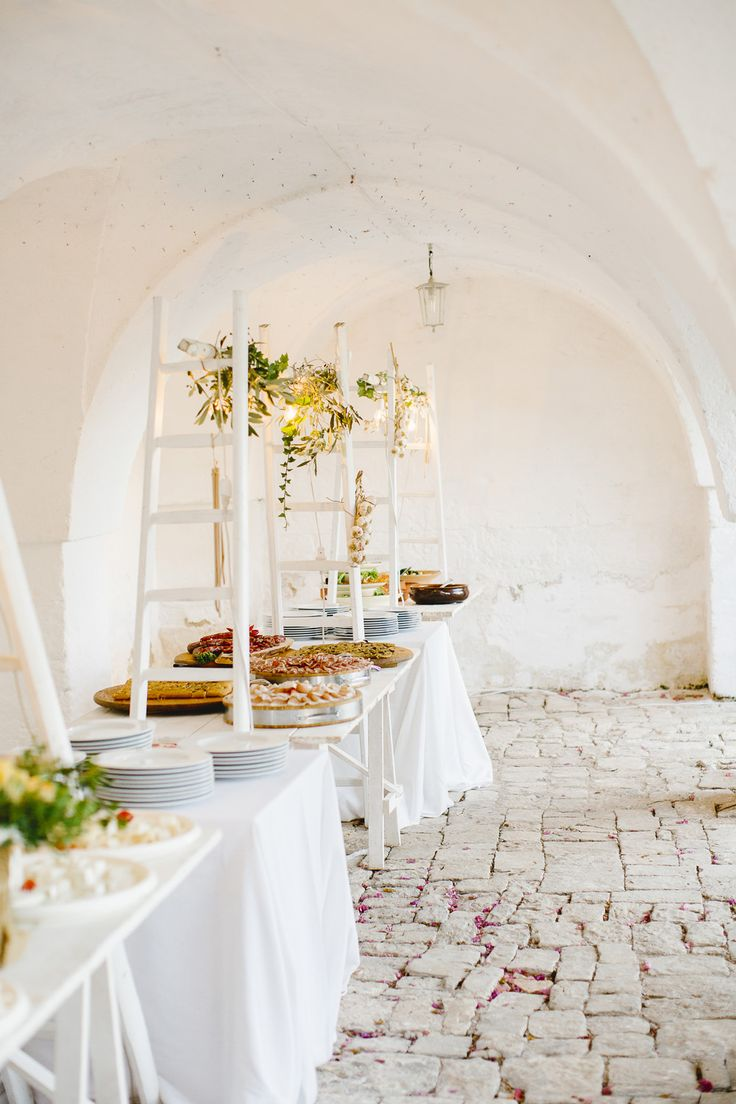 White Wedding in Apulia | Perfect Italy Wedding    The food creates such a chic contrast on the white - love it!