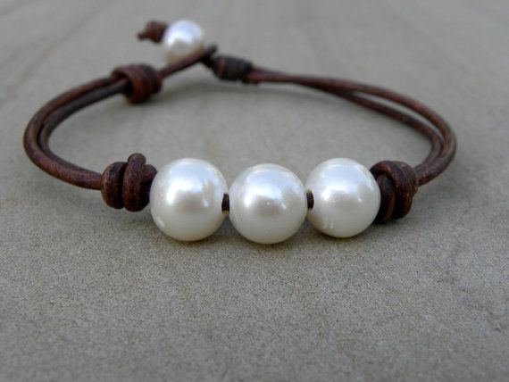 White Pearl Espresso Roast Leather Bracelet Gold por TANGRA2009