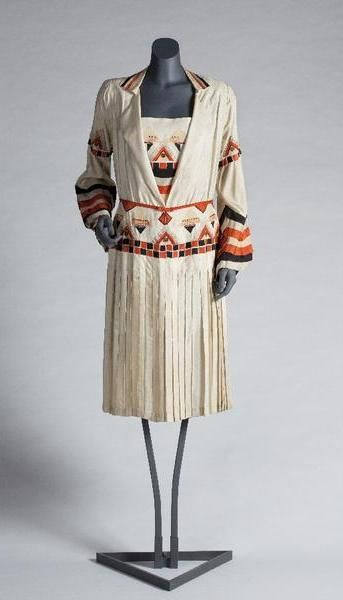 Circa 1927-1928 shantung dress by Metz & Co., Dutch.