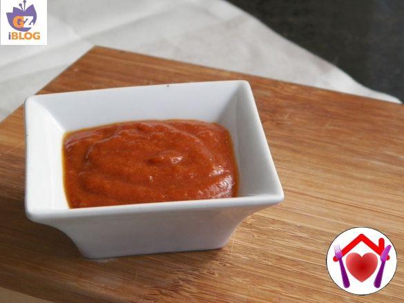 La salsa barbecue è molto saporita e si sposa alla perfezione con gli hamburger e con le carni grigliate. Prepararla in casa è semplice e viene così buona che non ne farete più a meno!