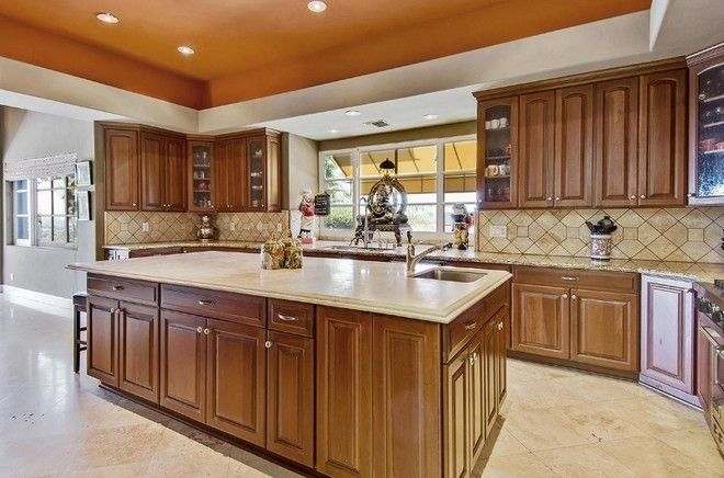 Inside-Celebrity-Homes-Tommy-Lee-House-at-Calabasas #celebritykitchens #tommylee