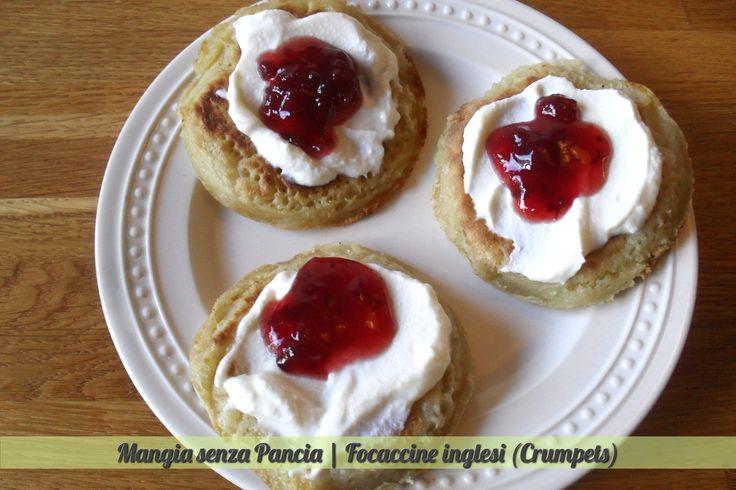 I crumpets sono delle leggere focaccine inglesi adatte ad essere preparate con un topping dolce o anche salato: ideali per la dieta!