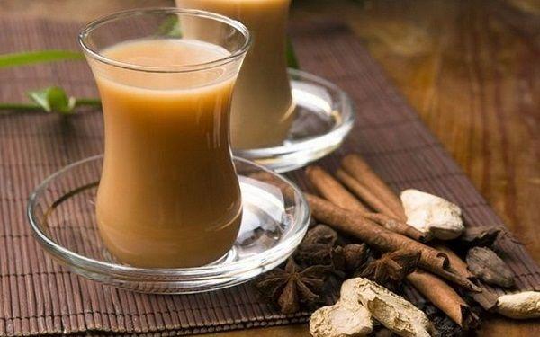 Масала-чай (Masala chai) — традиционный напиток жителей Тибета, Непала, Индии, Пакистана, который готовят из молока, черного чая и специй. Само слово «масала» в переводе с хинди означает «смесь специ…