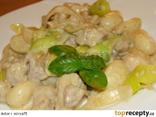 Gnocchi s kuřecím masem a zakysanou smetanou