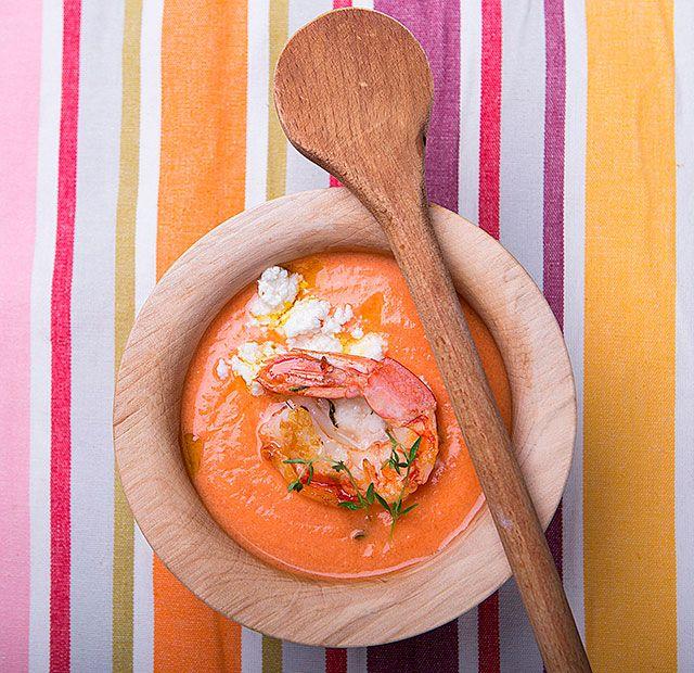 Κρύα σούπα τομάτας με φέτα και γαρίδες