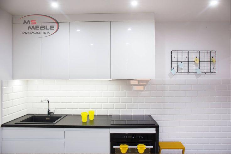 Kuchnia w bieli i czerni wykonana przez MS-meble - Meble kuchenne Cieszyn