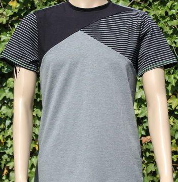 Schnitt und Nähanleitung für ein Männer T-Shirt mit Rundhals und Dreiecksteilung.