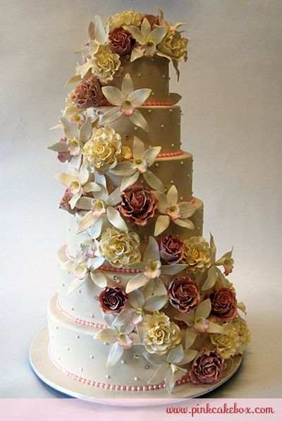 Orchid & Roses Wedding Cake Like the pink beads for contrast
