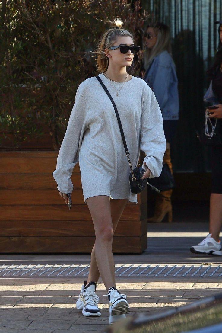 Hailey Baldwin Out in Malibu. Celebrity Fashion and Style | Street Style | Street Fashion #popularstreetfashion
