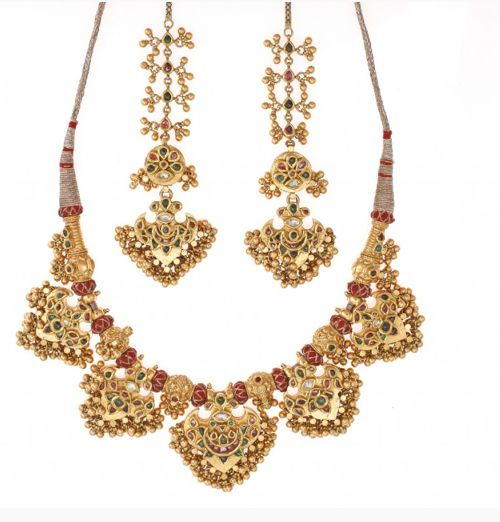 Traditional Rajputi choker is known as 'Pankhi' or fan style necklace