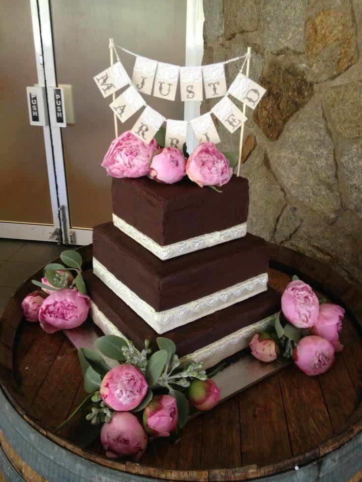 wedding cake with peony roses