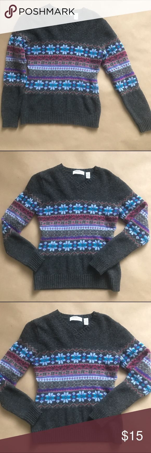 OLD NAVY SWEATER Old navi sweater size M 85%lambswool 15% acrylic made in Hong Kong dry clean only Old Navy Sweaters V-Necks