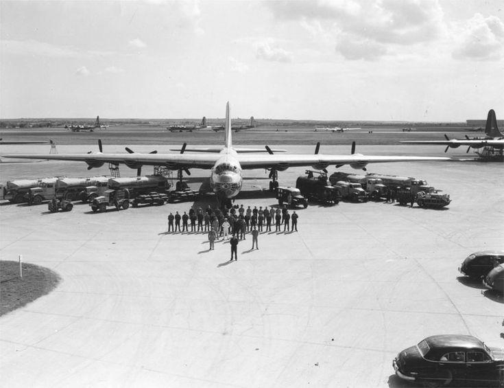 B-36 Peacemaker: Personnel et équipements nécessaires pour maintenir un B-36 en état de vol.