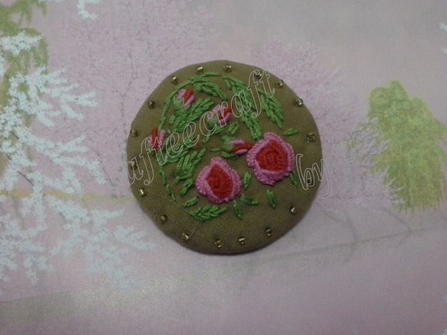 Pink flower embroidery brooch