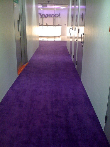 Yahoo! Singapore rolling out that purple carpet. That's how I'd do it too.
