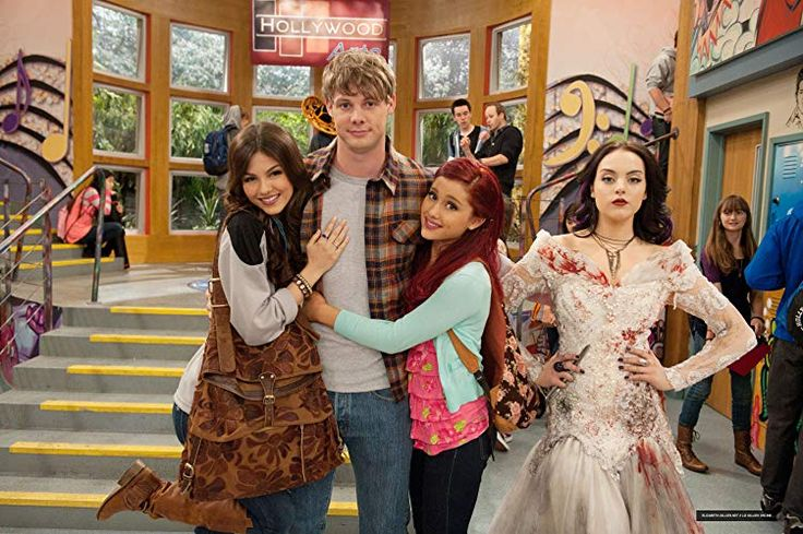 Three Girls and a Moose (2012) in 2020 Victorious
